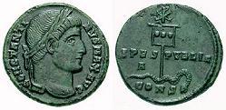 Constantijn met labarum: chirho, hemzelf en zijn zoon