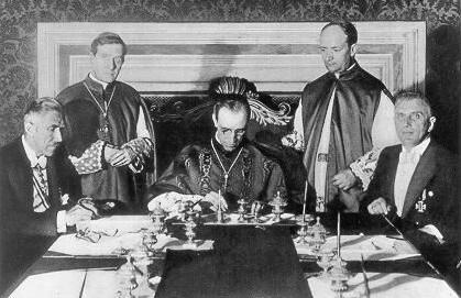 Rijksconcordaat getekend door o.a. Eugenio Pacelli (de latere paus Pius XII) en vertegenwoordigers van het Derde Rijk